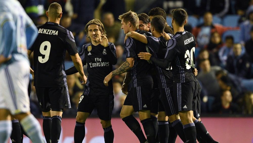Los jugadores del Real Madrid celebran un gol en Balaídos ante el Celta