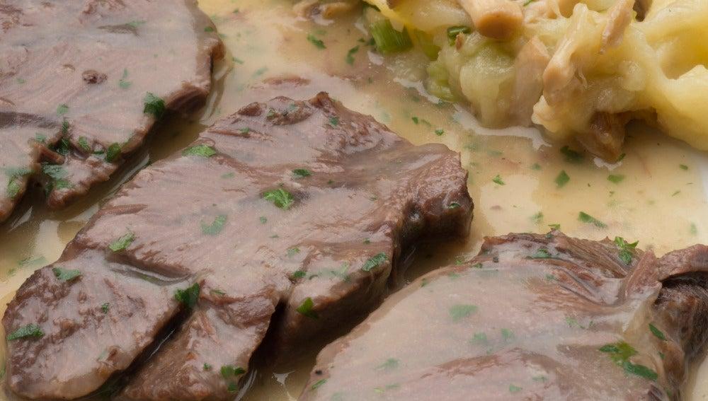 Carrilleras de ternera con puré de patatas y setas