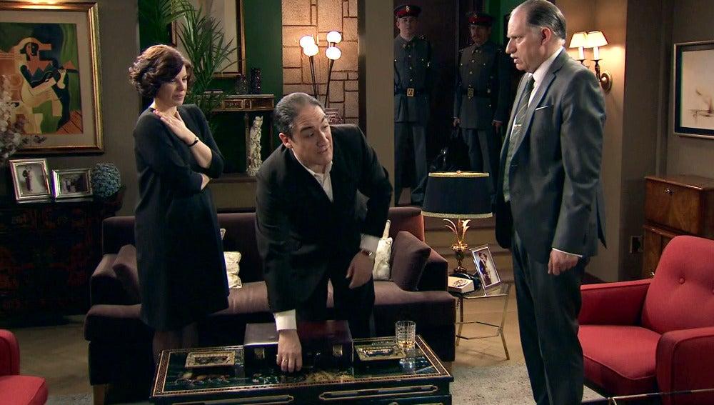 Félix se queda atónito ante el nuevo descubrimiento del inspector Caldas