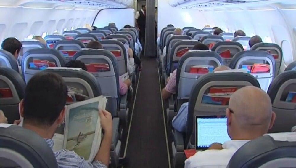 Frame 10.264375 de: ¿Cómo afecta a los usuarios la prohibición de los ordenadores y tabletas en los vuelos?