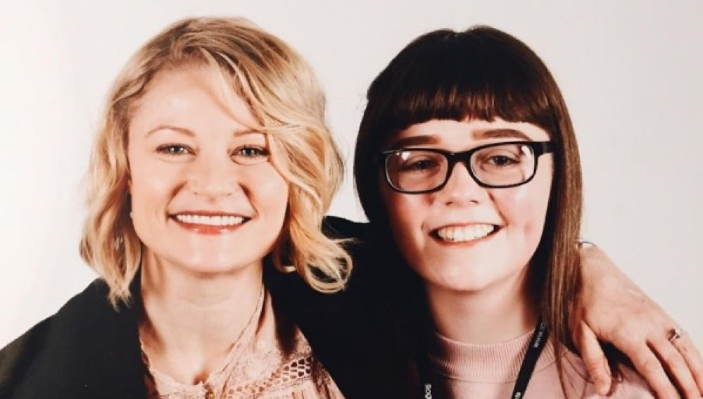 Emilie de Ravin junto a Georgina Callander