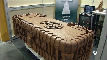 Frame 6.607195 de: Una funeraria ofrece replicas exactas del Bernabéu en forma de ataúd
