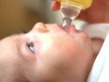 Frame 0.0 de: Los médicos estadounidenses vetan el zumo en las dietas de los bebés