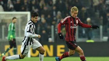 Morata, en su etapa de la Juventus, jugando contra el Milan
