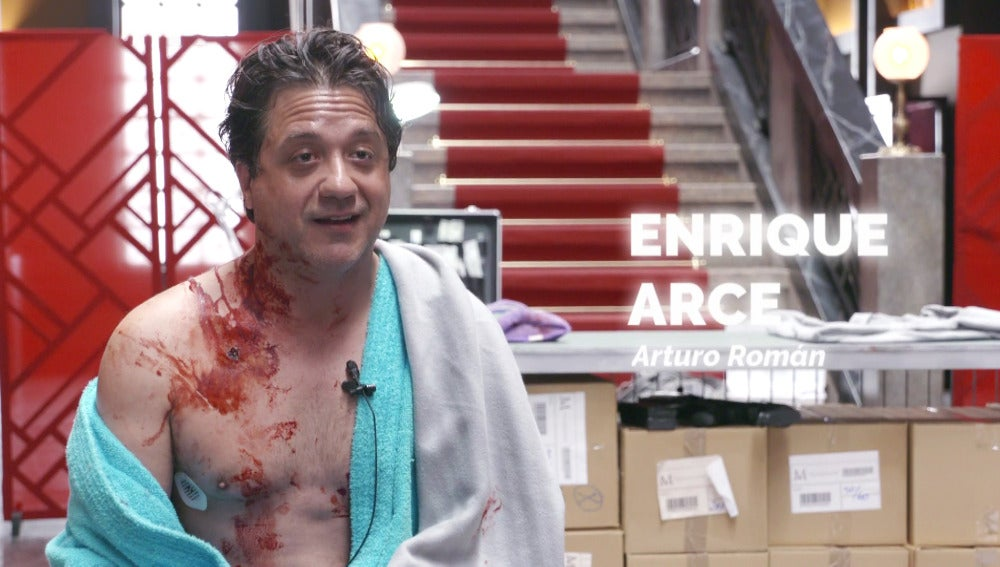 Enrique Arce confiesa haber recibido puntos reales en la piel durante el rodaje de su operación