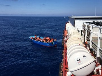 Rescatan a 2.800 inmigrantes en el mar Mediterráneo