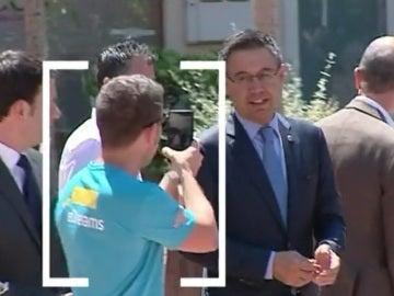 Un socio del Barcelona increpa a Bartomeu en plena calle