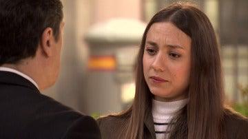 Caldas descubre la relación de Alba y Rafael