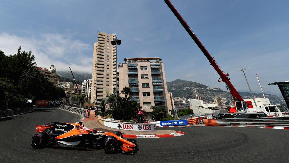 Button, corriendo en el GP de Mónaco