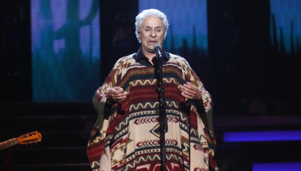 Cristóbal Garrido se atreve a cantar la ranchera 'En el último trago' como Chavela Vargas