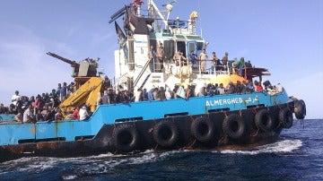 Guardacostas libios trasladaban al puerto de Misrata, a un grupo de unas 500 personas de distintas nacionalidades