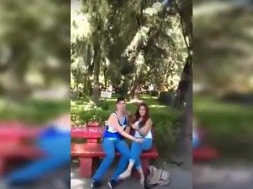El novio de su hija con otra chica
