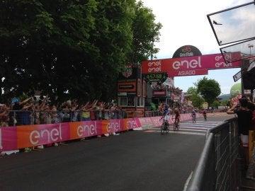 Pinot llega en primera posición a la etapa 20