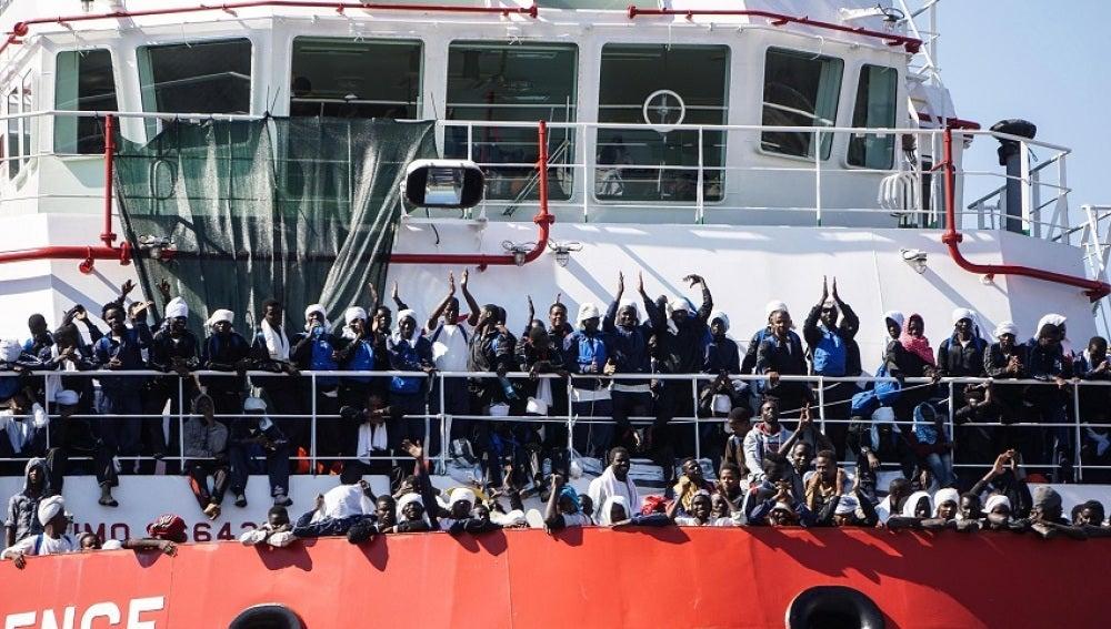 Llegan 1.446 inmigrantes a Nápoles tras la prohibición de desembarco por el G7