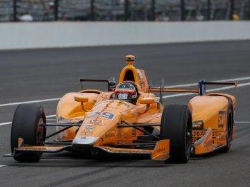 Fernando Alonso, en acción en Indianápolis