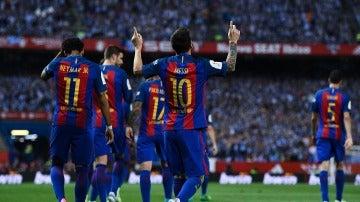 Leo Messi celebra su gol al Alavés en la final de Copa