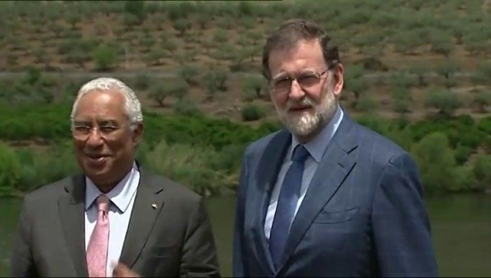 Frame 20.244618 de: Rajoy y Costa inician con una travesía por el Duero la XXIX cumbre bilateral