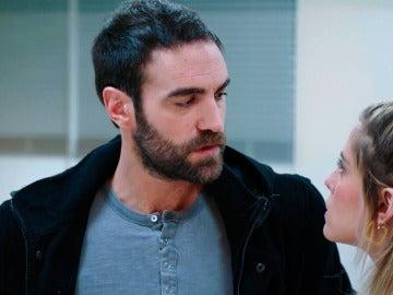 Iñaki pide explicaciones a Carmen sobre su noche de hotel con Horacio