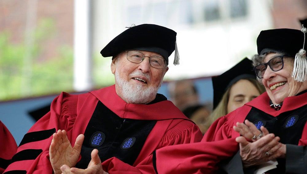 John Williams durante el acto de graduación