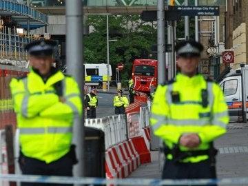 Varios agentes en las inmediaciones del ataque de Londres