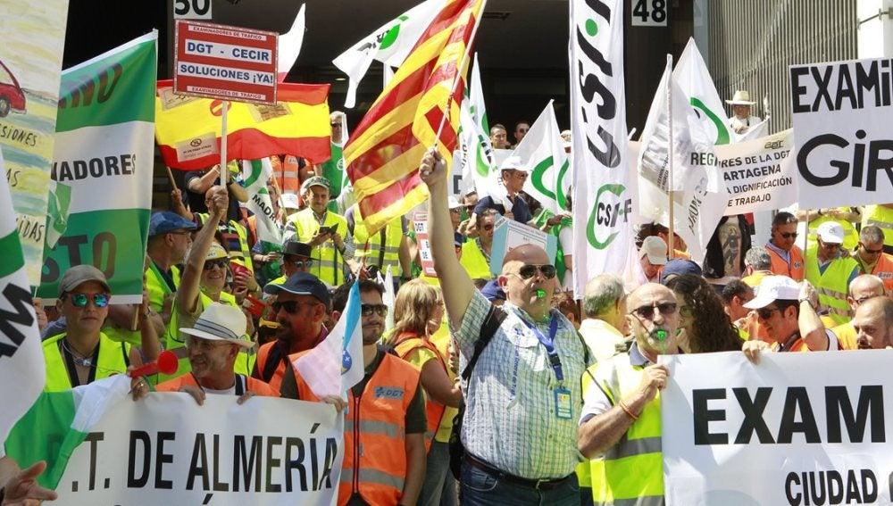 Concentración de los examinadores de tráfico, en la jornada de huelga convocada en toda España (Archivo)