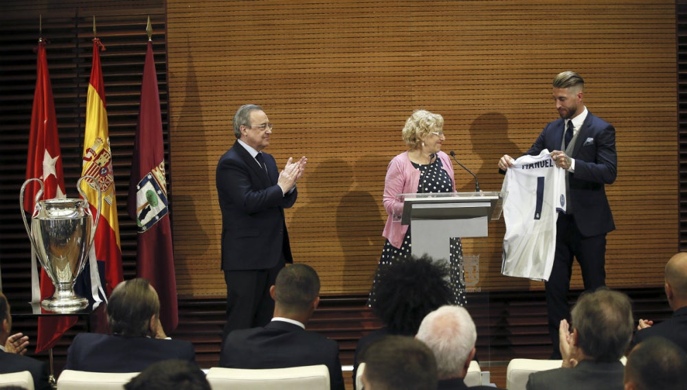Carmena, con Ramos y Florentino Pérez