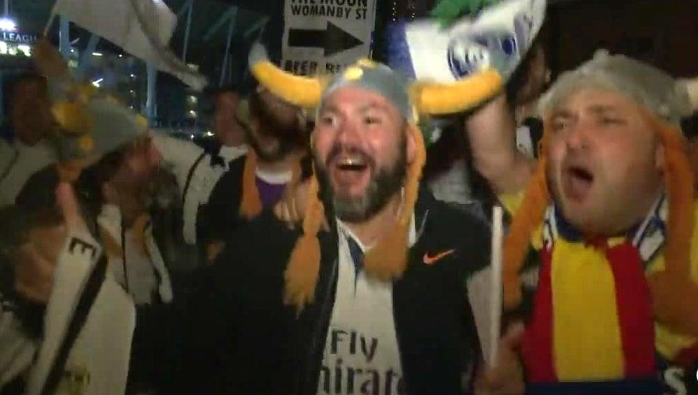 Los aficionados del Real Madrid celebran la Champions en Cardiff