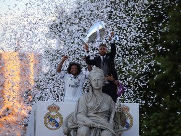 Ramos y Marcelo ofrecen la Duodécima a la Diosa Cibeles