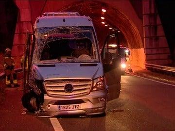 Frame 0.0 de: Dos personas han muerto en un accidente de tráfico en el interior de un túnel