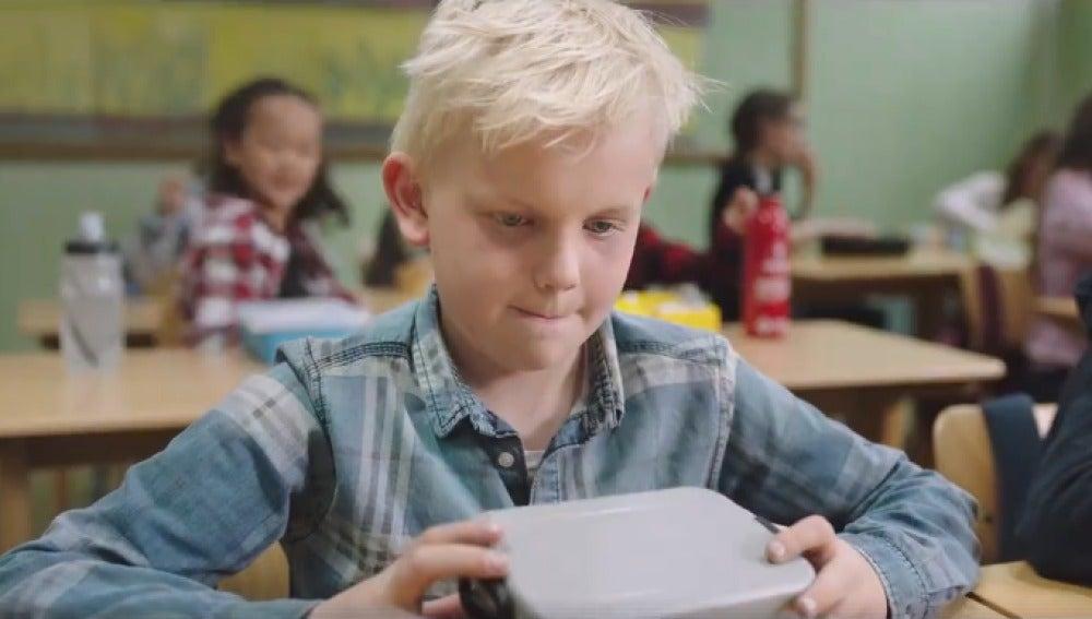 Una Clase Emociona A Las Redes Por Su Generosidad Con Un Niño Que Se