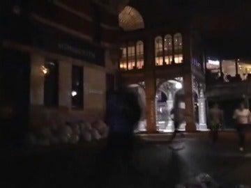 Frame 107.188858 de: Imágenes de un testigo dentro de Borough Market
