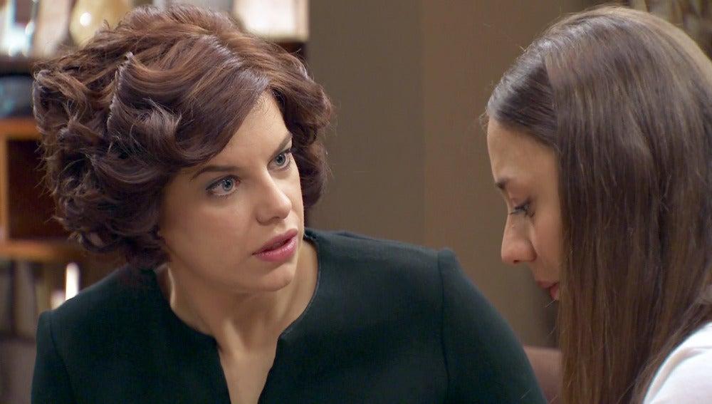 Alba decide confesar su embarazo ante Marta