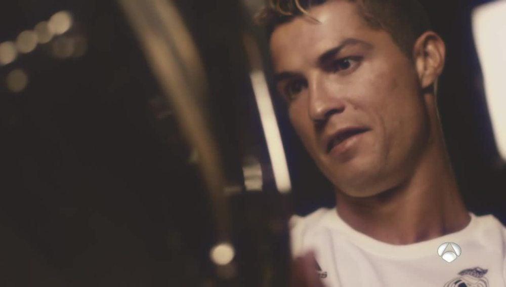 Cristiano Ronaldo junto a la Duodécima