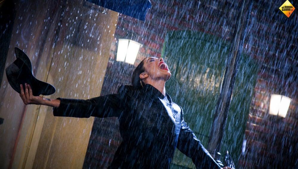 Pilar Rubio nos empapa de energía 'Cantando bajo la lluvia'