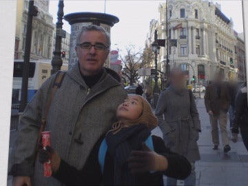 Alfonso Basterra junto a su hija Asunta.