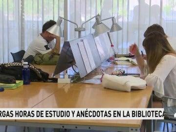 Frame 60.391111 de: Bibliotecas abarrotadas en los días de los exámenes de la nueva selectividad en Galicia