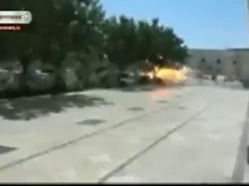 Frame 34.068453 de: Al menos doce muertos en el ataque de hombres armados al Parlamento de Irán, asumido por Daesh