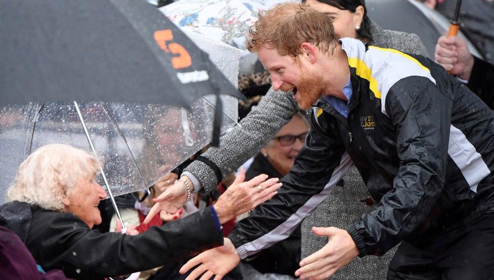 El príncipe Harry se reencuentra con Daphne Dunn
