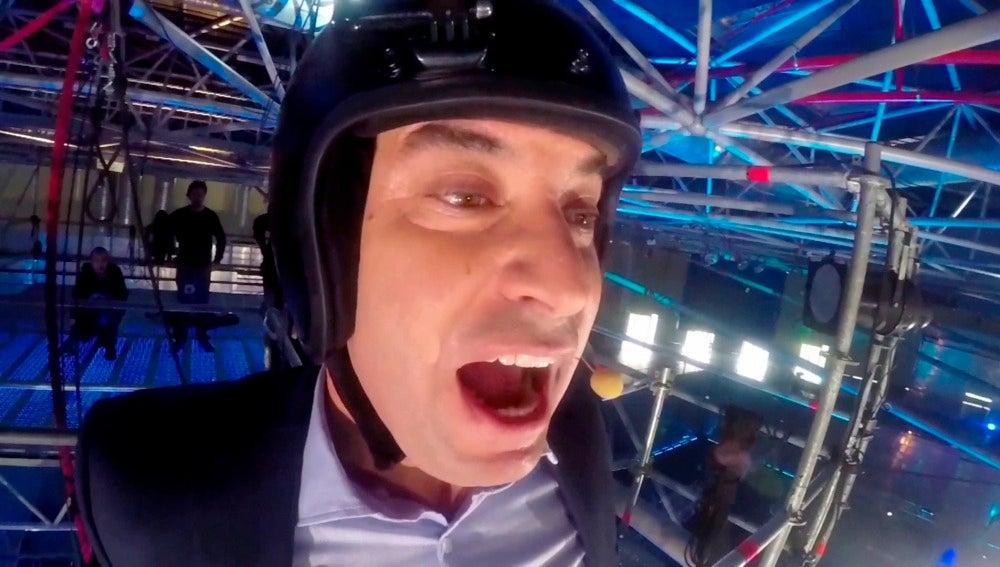 Arturo Valls inaugura 'Ninja Warrior' desde el aire