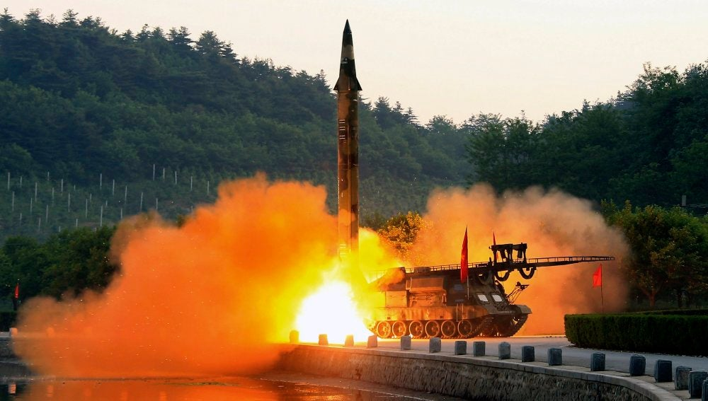 Lanzando misiles (08-06-2017)
