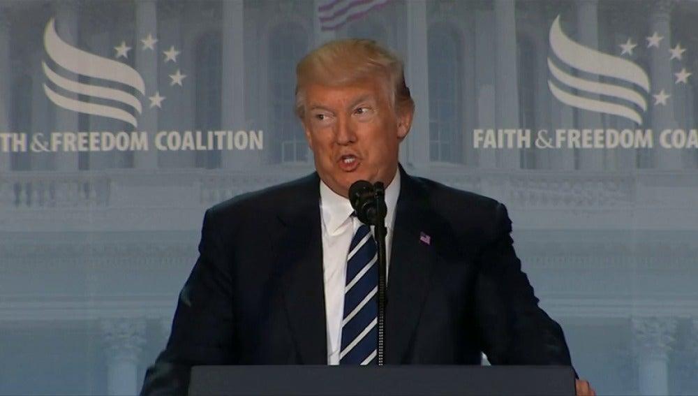 """Frame 26.029645 de: Trump llama """"obstruccionistas"""" a demócratas en un discurso sin aludir a Comey"""