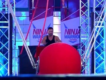 Frame 15.018414 de: Francisco Rodríguez cae al agua en la fase 2 de 'Ninja Warrior España'