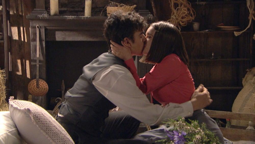 Beatriz y Matías preparan el lugar donde dar rienda suelta a su amor