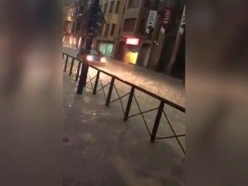 Una fuerte tormenta anega numerosas localidades en Navarra