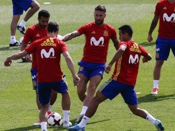 Thiago se ejercita en Las Rozas junto a sus compañeros de la selección española