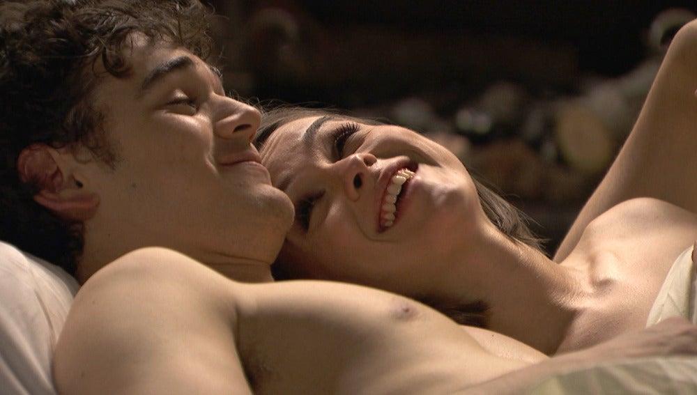 El inagotable deseo sexual de Matías y Beatriz bajo las sábanas