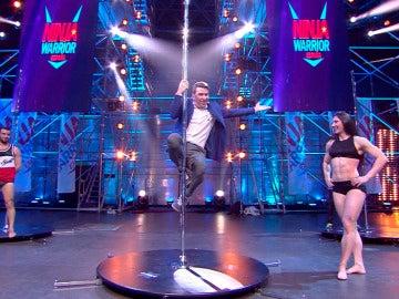 Arturo Valls se atreve con el pole dance en 'Ninja Warrior'