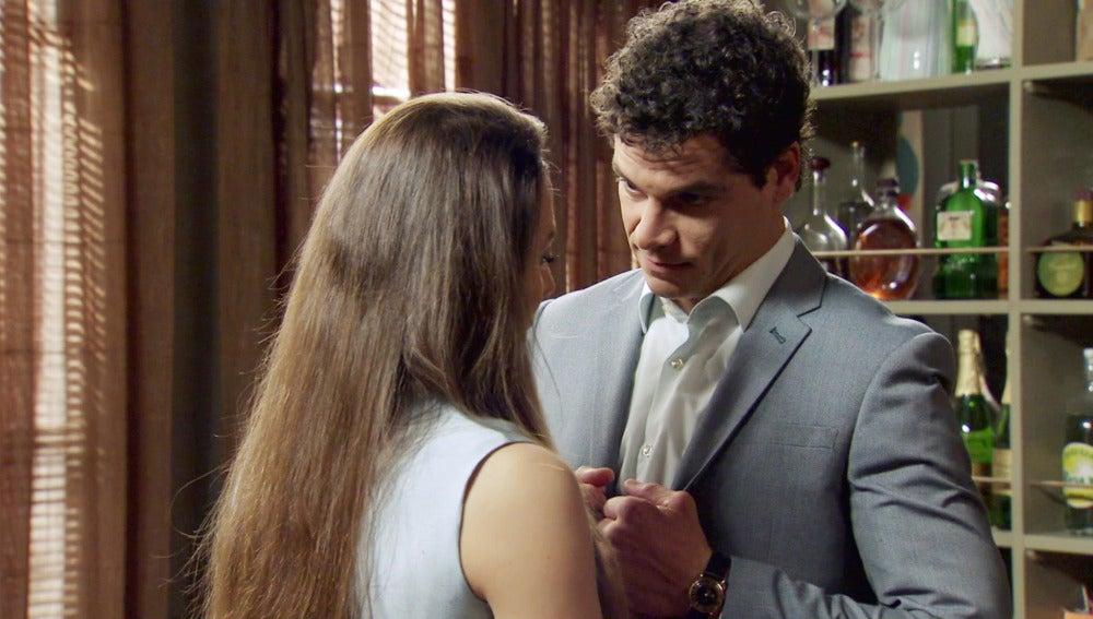 """Rafael, ilusionado con el embarazo de Alba: """"Cásate conmigo"""""""