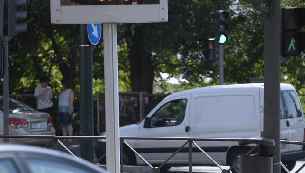 Un vehículo circula por Valladolid