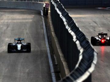 Hamilton, rondando durante el GP de Azerbaiyán de 2016